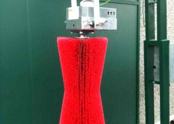 Brosse rotative verticale pendulaire